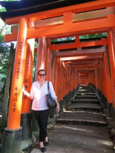 Patricia-at-the-Fushimi-Inari-Shrine-in-Kyoto